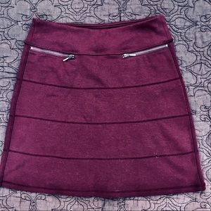 Athleta pull-on Strata skirt, zipper pockets,